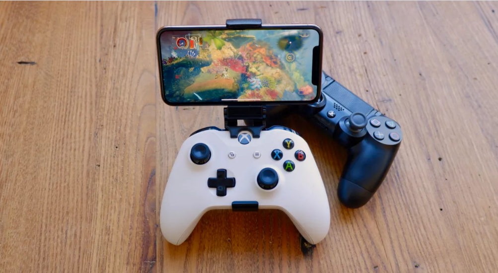 Microsoft's Phil Spencer apparently said xCloud is arriving to iOS