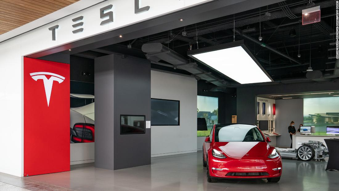 Tesla shares fall  7% in spite of record vehicle deals